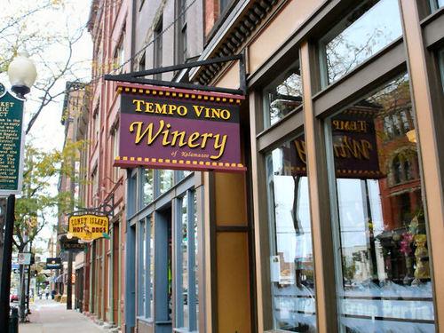 Tempo Vino Winery Sign